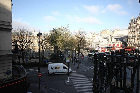 Avenir Hotel: Вид из окна