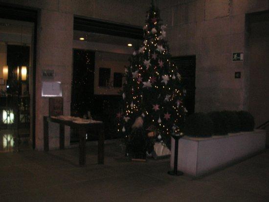 Catalonia Puerta del Sol: Terraza interior del hotel donde tomar algo