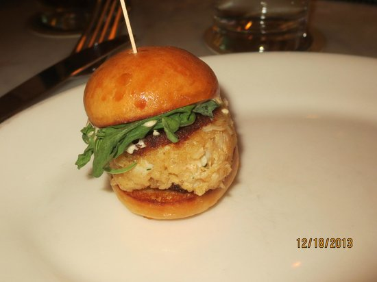 Max Fish : crab cake slider