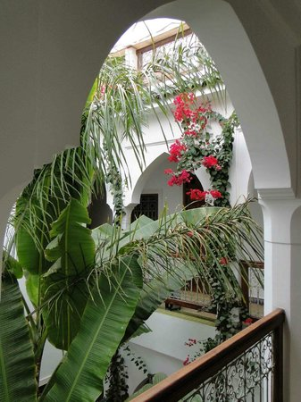 Riad Les Bougainvilliers: The central courtyard