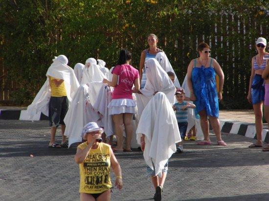 Dessole Pyramisa Sharm El Sheikh Resort: дети-приведения