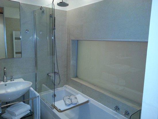 Castello di Carimate : vetro magico del bagno