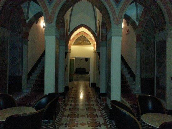 Castello di Carimate: scale per la camere merlate