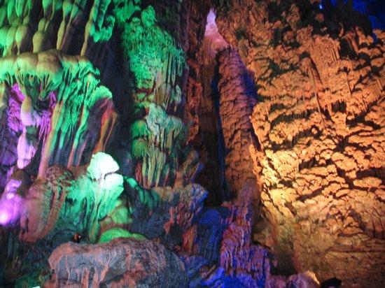 Reed Flute Cave (Ludi Yan): very nice lighting