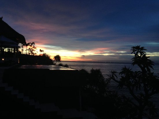 The Point Resort Lembongan: Sunset from our room looking over infinity pool