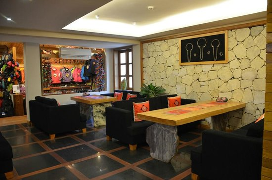 Sunny Mountain Hotel: Shop near reception