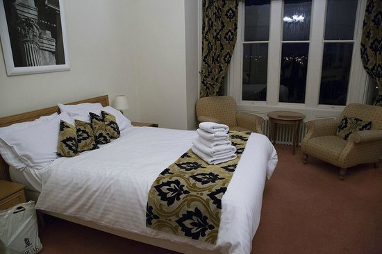 Farnley Tower: bedroom 15 (ground floor)