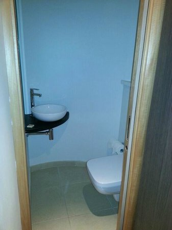 Hotel Timhotel Opera Grands Magasins: bagno con lavabo e WC