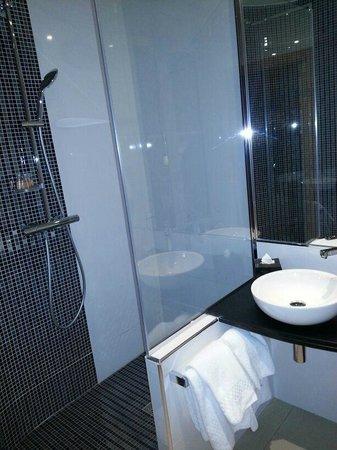 Hotel Timhotel Opera Grands Magasins: Bagno con Doccia e lavabo