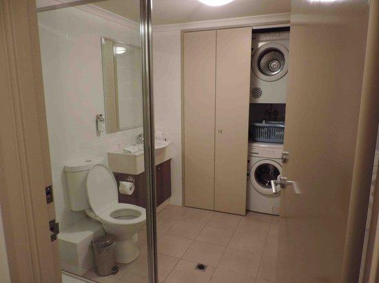 Verandah Apartments Perth: batroom