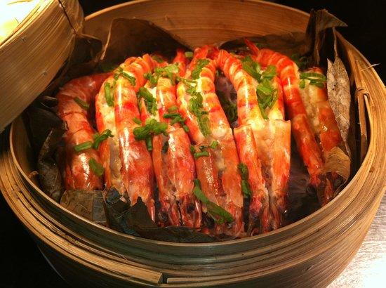 Long Yuen Court: Steam Jumbo Prawn with fresh garlic