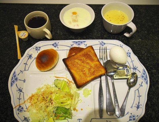 Tokyu Stay Nishishinjuku: The buffet breakfast....my first round