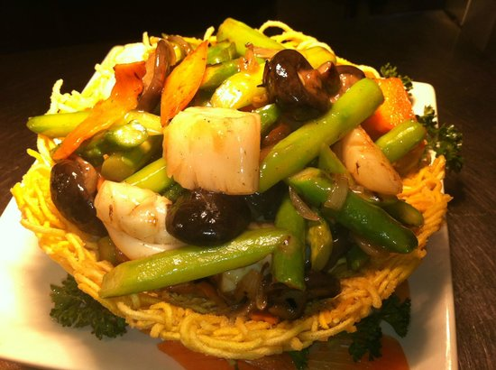 Long Yuen Court: Stir fry mix seafood with Asparagus