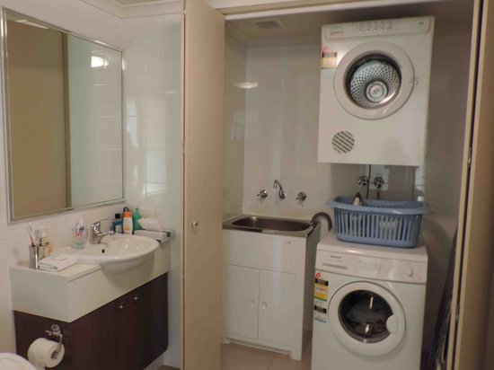 Verandah Apartments Perth: Laundry Room