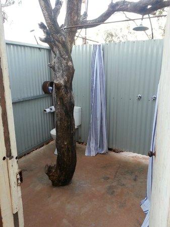 Bullara Station Stay : Outdoor showers - superb!