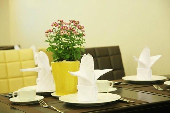 Little Saigon Corner Boutique Hotel: Breakfast table
