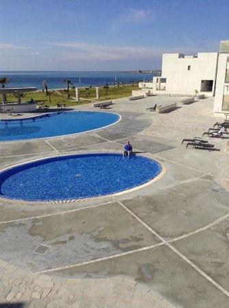 Amphora Hotel & Suites: pools