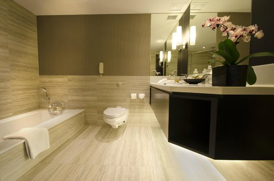 Pan Pacific Orchard: Bathroom with sunken bath