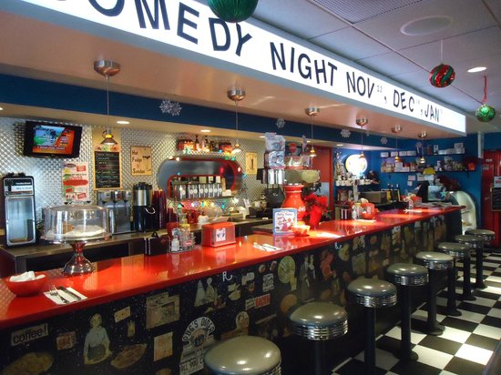 The Roundabout Diner & Lounge : Roundabout Diner counter