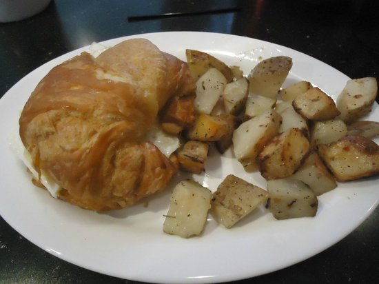 The Roundabout Diner & Lounge : Roundabout Diner - breakfast croissant