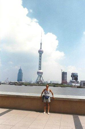 Bingjiang Da Dao : Lungo fiume con tower della TV