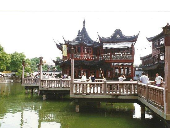 Bingjiang Da Dao : Pagoda sul fiume