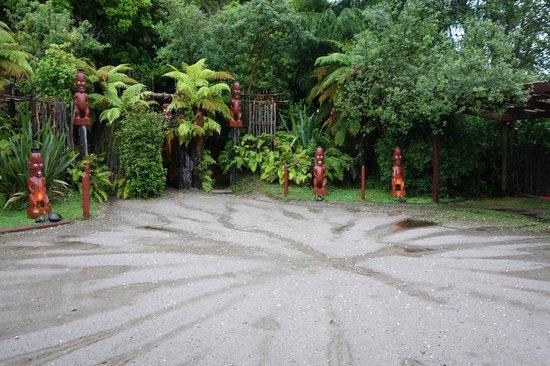 Tamaki Maori Village: mystique entrance