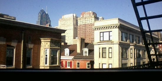 Alexander Inn : Great rooftop/skyline view from 4th floor guestroom.