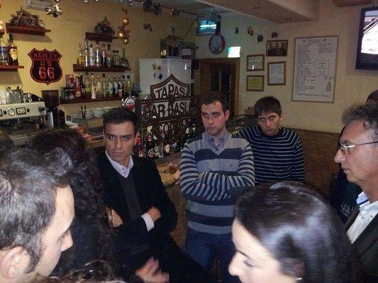 Bar Baslo: Pedro Sánchez y José Luis Quintana en #unacañaconjoseluisquintana