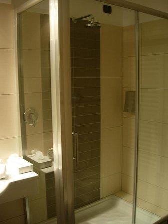 Ellex Hotel : Bagno lato dx