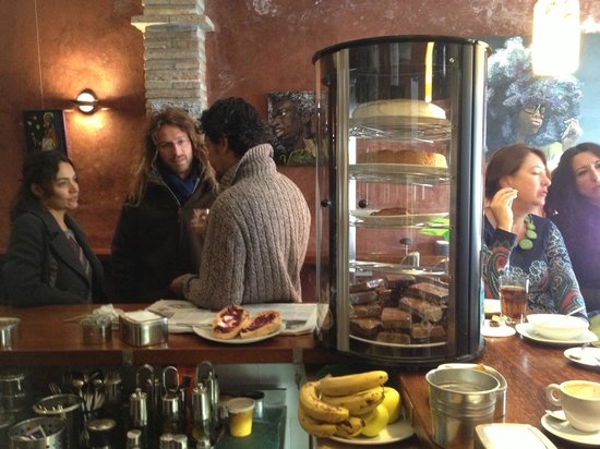 Cafe 4 Gatos: Lots of locals gather at breakfast time - the cakes on display