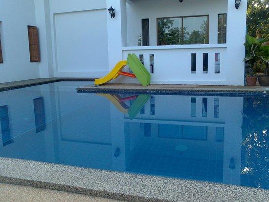 Rawai Beach Resort : Piscina