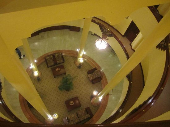 Kibo Palace Hotel : View of the central atrium