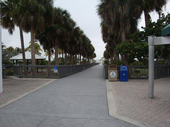 Bowditch Point Park : Path to beach