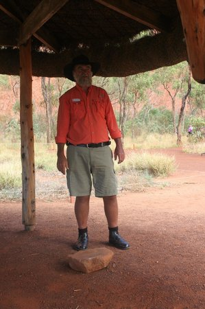 Voyages Ayers Rock Resort: Tour guide Ned