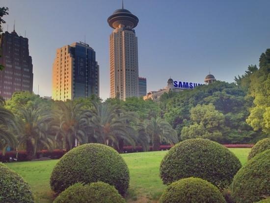 Radisson Blu Hotel Shanghai New World: View of Radisson Blue New World from Peoples Park