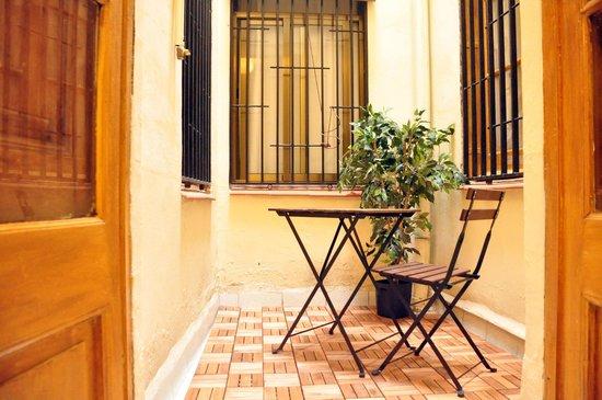 Pension Portugal: terraza interior de habitacion individual