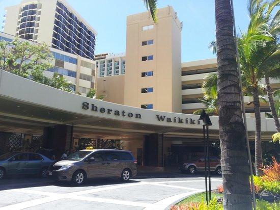 Sheraton Waikiki: ホテルの玄関ロータリー