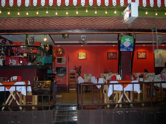 Live India Indian Restaurant : 外観