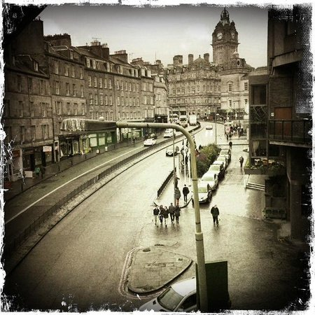 Kingsway Guest House: Rainy Edinburg, but still beautiful...