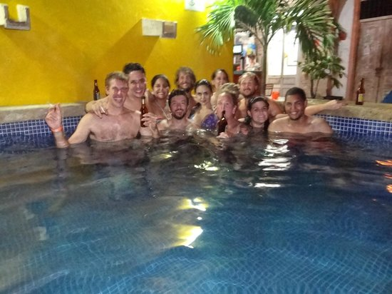 Media Luna Hostel: Pool