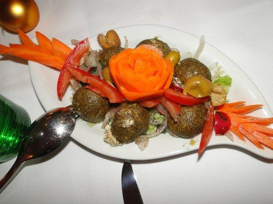 Al Hamra Restaurant: Schanklisch - libanesischer Altkäse mit Paradeisern, Zwiebel und Olivenöl