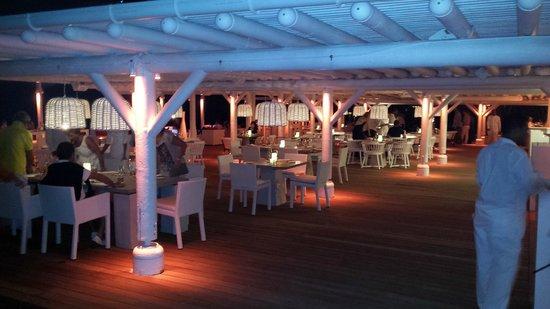 LUX* Belle Mare: Le restaurant LE BEACH ROUGE le soir