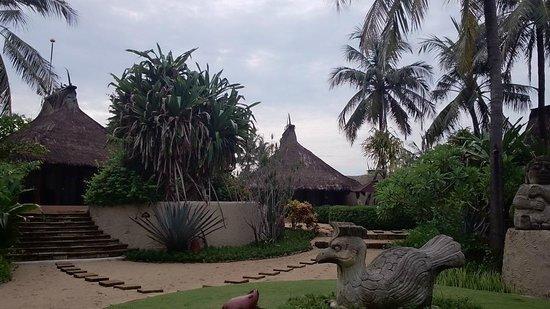 Novotel Lombok : to the villa