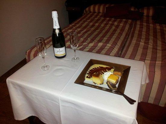 Hotel Los Cerezos: Servicio Habitaciones