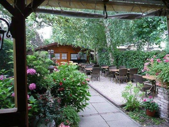 Eetcafe de Nar: de mooie tuin.