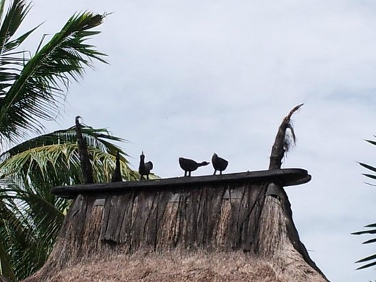 Novotel Lombok : funny sculpture @ rooftop villa