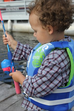 Lakeside Motel & Cabins: Fishing and outdoor recreation for all ages