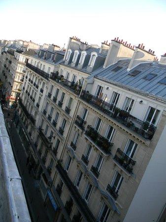 Hotel Victor Masse: la vista dei tetti parigini dall'ultimo piano dell'hotel