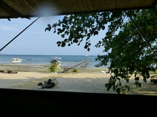 Norman Carr Cottage: View of the jetty and beach from the dining area